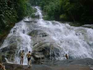 lata-kinjang-waterfall-tapah-perak-malaysia2